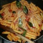 Ricette light: Penne rigate al sugo fresco di pomodoro con parmigiano e basilico